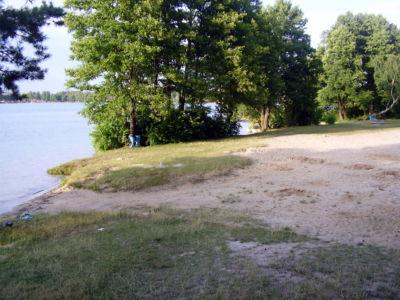 Jezioro Białe - jedna z licznych plaż
